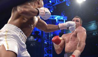 Wladimir Klitschko geht am Ende der 11. Runde mehrfach zu Boden und verliert den WM-Kampf gegen Anthony Joshua durch TKO. (Foto)