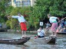 """Das sogenannte """"Fischerstechen"""" gehört zu den Höhepunkten der Bamberger Sandkerwa. (Foto)"""