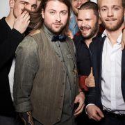 Auch die Jungs sind schon mächtig aufgeregt: Hier im Bild - Eric Stehfest, Felix von Jascheroff, Jörn Schlönvoigt, Thomas Drechsel, Niklas Osterloh und ganz versteckt Felix van Deventer.