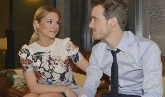 Sunny (Valentina Pahde) möchte Felix (Thaddäus Meilinger) auf jeden Fall heiraten. (Foto)