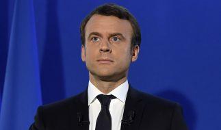 """Emmanuel Macron spricht am 07.05.2017, nachdem seine Konkurrentin Le Pen ihre Niederlage bei der Präsidentenwahl eingeräumt hat, im Hauptquartier seiner Bewegung """"En Marche!"""" in Paris. (Foto)"""