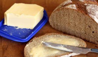 Ghee unterscheidet sich von einer gewöhnlichen Butter durch den sehr hohen Fettgehalt. (Foto)