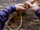 Der Vater bestrafte seine Tochter auf brutale Weise für ein banales Vergehen. (Foto)