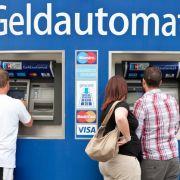 Müssen Bankkunden bald für alles extra zahlen? (Foto)