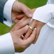Den Hochzeitstag feiern Ehepaare jedes Jahr aufs Neue. (Foto)