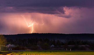 Je näher das Wochenende rückt, desto größer wird die Gefahr heftiger Unwetter in Deutschland. (Foto)