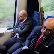 Martin Schulz (2.v.r), Schleswig-Holsteins Ministerpräsident Torsten Albig (r, SPD), Schleswig-Holsteins SPD-Vorsitzender Ralf Stegner (2.v.l) und Bundesfamilienministerin Manuela Schwesig (SPD).