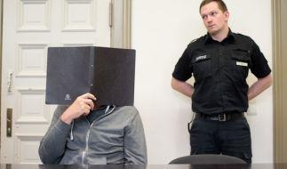 Dem 54-Jährigen wird vorgeworfen, von einem Balkon auf einen spielenden 13-Jährigen geschossen zu haben. Nun ist das Urteil in dem Prozess gegen den ehemaligen Bundeswehr-Offizier gefallen. (Foto)