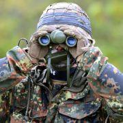 Altkanzler in Nazi-Uniform in Bundeswehr-Skandal verwickelt (Foto)