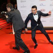 """Musiker und """"Let's Dance""""-Kandidat Giovanni Zarrella ist immer für einen Ulk zu haben - sogar auf dem roten Teppich. (Foto)"""