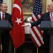Bei Trump-Treffen - Erdogans Bodyguards prügeln Demonstranten nieder (Foto)