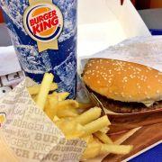 Pietätlos? Burger-King-Werbung vor KZ Dachau (Foto)