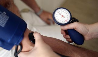 Durch einen regelmäßigen Check beim Hausarzt kann krankhafter Bluthochdruck festgestellt werden. (Foto)
