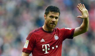 Die Bundesliga verabschiedet sich in die Pause. Wie hier Bayerns Xabi Alonso. (Foto)
