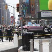 Auto rast in Menschenmenge - Mehr als 20 Verletzte, 1 Tote (Foto)