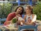 """Elyas (Adam Bousdoukos) verliebt sich in """"Ein Sommer auf Zypern"""" in Tina (Annika Blendl). (Foto)"""