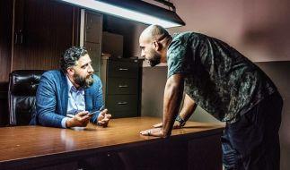 "Ali ""Toni"" Hamady (Kida Khodr Ramadan, rechts) und Abbas Hamady (Veysel Gelin, links) in der Serie ""4 Blocks"". (Foto)"