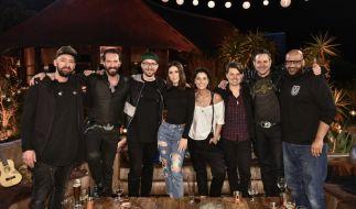 Von links: Gentleman, Alec Völkel, Mark Forster, Lena, Stefanie Kloß, Michael Patrick Kelly, Sascha Vollmer und Moses Pelham. (Foto)