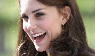 Wer hätte das gedacht? Sogar eine Kate Middleton isst schon mal etwas vom Boden. (Foto)
