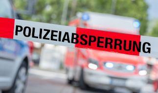 In Duisburg haben Schaulustige eine Rettungsaktion nach einem schweren Verkehrsunfall verhindert. (Foto)