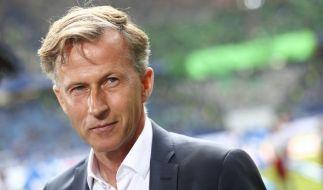Wolfsburgs Trainer Andries Jonker Fußball vor dem Spiel gegen den Hamburger SV am 20. Mai im Volksparkstadion in Hamburg. (Foto)