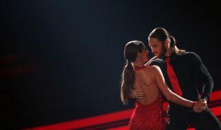 """Die Affärengerüchte zwischen """"Let's Dance""""-Publikumsliebling Gil Ofarim und seiner Profitanzpartnerin Ekaterina Leonova reißen nicht ab. (Foto)"""