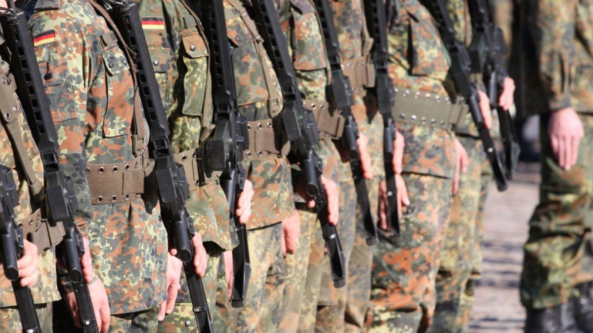 Soldatinnen nackt bundeswehr 16/6574