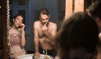 Nina Rubin (Meret Becker) und ihr Mann Viktor (Aleksandar Tesla) bei abendlichem Ritual im Bad. (Foto)