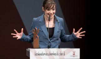 Maja Schöne wird als Beste Schauspielerin bei der Verleihung des Deutschen Schauspielerpreises 2013 ausgezeichnet. (Foto)