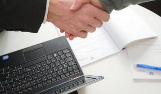 Ein gelungenes Mitarbeitergespräch kann Grundlage für eine Gehaltserhöhung sein. (Foto)