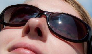 Beim Kauf von Sonnenbrillen sollte dringend auf den UV-Schutz geachtet werden. (Foto)