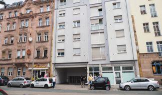 Medienvertreter am 09. Juni in Nürnberg vor einem Bordellähnlichen Etablissement. (Foto)