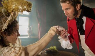 Der Anfang einer großen Liebe: Prinz Leopold von Sachsen-Coburg (Tillbert Strahl) trifft im Juni 1814 auf die britische Thronfolgerin Charlotte (Luise Weber). (Foto)