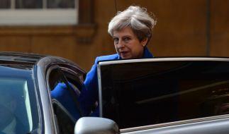 Theresa May am 9. Juni nach einem Gespräch mit der Queen. Am Vortag hatten die Britten ein neues Parlament gewählt. Labour gewann viele Stimmen dazu, die Konservativen verloren die absolute Mehrheit. (Foto)