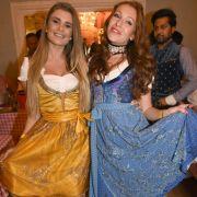 Linda Vaterl (l.) und Georgina Fleur beim Oktoberfest 2016 in München. (Foto)