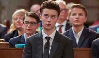 Ben (Tim Litwinschuh) bei seiner Konfirmation. (Foto)