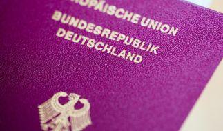 Personendaten, Passnummer und Lichtbild müssen bei einem Reisepass immer erkennbar sein. Ist der Pass ramponiert, kann im Einzelfall die Einreise verweigert werden. (Foto)
