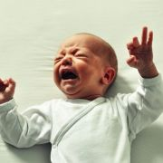 Schweizer reißt Säugling fast den Penis ab (Foto)