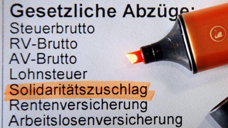 Die SPD will den Solidaritätszuschlag für niedrige und mittlere Einkommensstufen abschaffen. (Foto)