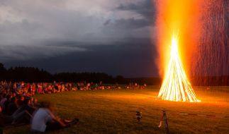 Johannisfeuer zur Sommersonnenwende. (Foto)