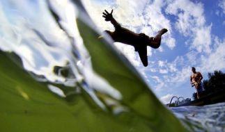 In manchem Badesee tummeln sich Krankheitserreger. (Symbolbild) (Foto)