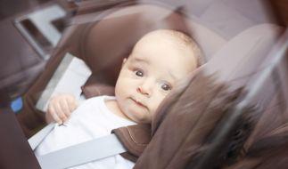 Im Sommer werden aufgeheizte Autos für kleine Kinder zur tödlichen Falle. (Foto)