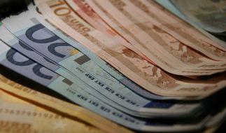 Ein Rentner hat 20.000 Euro in einem Taxi in Salzburg liegenlassen (Symbolfoto). (Foto)