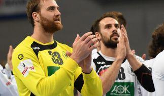 Gegen wen Deutschlands Torwart Andreas Wolff (l.) und Tim Kneule bei der Handball-Europameisterschaft antreten müssen, zeigt sich am 23.06.2017 bei der Auslosung. (Foto)