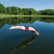 Ein Kopfsprung ins kalte Wasser ist gefährlich? (Foto)