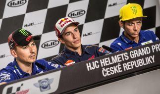 Jorge Lorenzo (li.), Marc Marquez und Valentino Rossi (r.) hoffen in Assen auf gutes Wetter. (Foto)