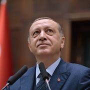 Kollaps! Türkischer Staatspräsident bricht in Moschee zusammen (Foto)