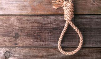 Eine 37-jährige Frau hat ihre eigene Tochter an einen Balken gehängt. (Foto)
