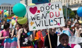 Beim Christopher Street Day 2017 demonstrieren in diesem Jahr weltweit wieder Hundertausende für die Rechte von Lesben, Schwulen, Bi-, Trans- und Intersexueller Menschen (LGBTi). (Foto)