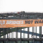 Gigantisches Banner auf Elbbrücke: Anti-G20-Aktivisten setzen klares Zeichen (Foto)